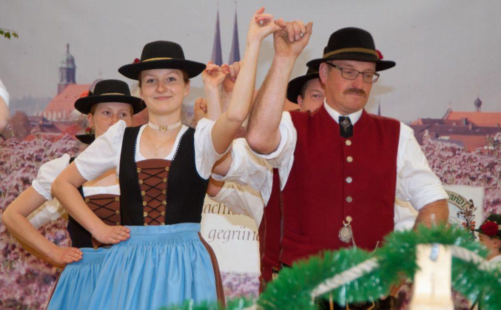 Bernhard Weindl Und Seine Tochter Anna Weindl Beim Auftanz.