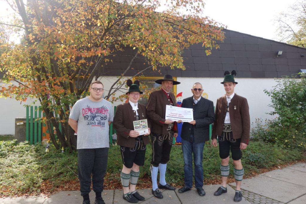 Volkstrachtenverein Spendet 1000 Euro An Konrad-von-Parzham Schule Altötting