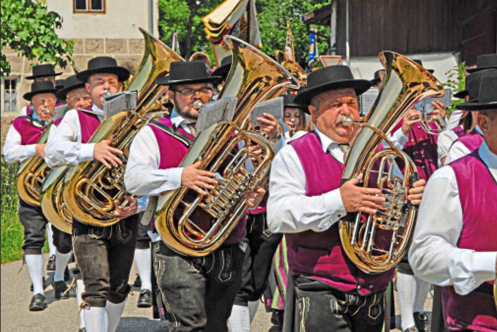 Für Die Musik Sorgten Die Musikkapelle Eggelsberg (Bild), Die Trachtenjugend Und Der Edinga Vierg'sang. - Foto: S. Graf