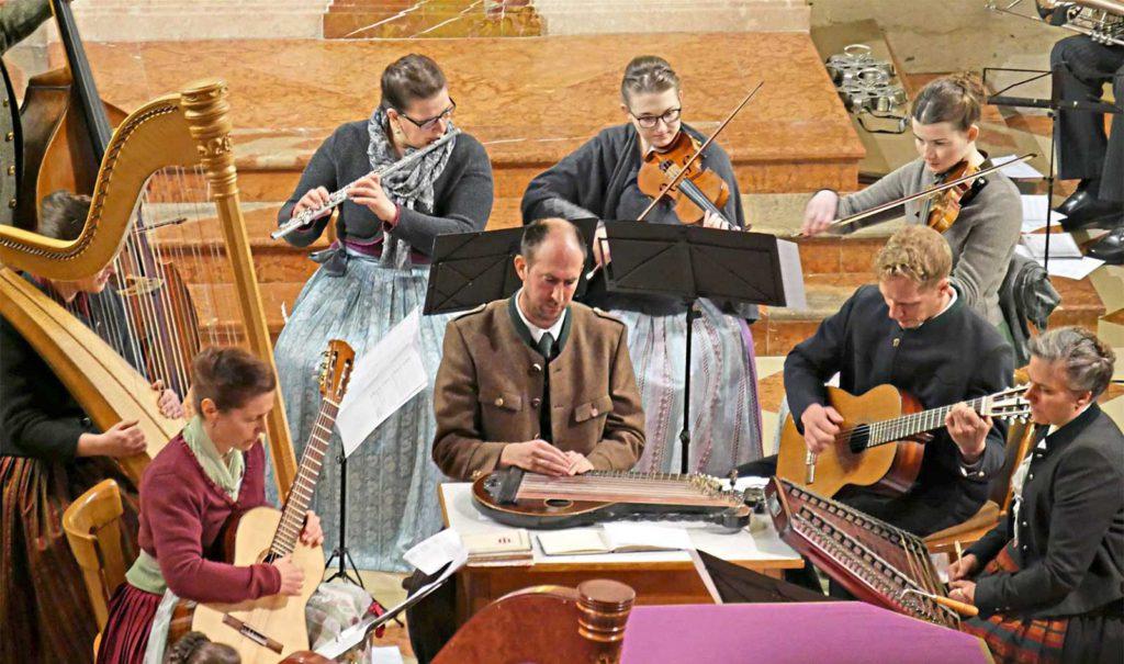 Das Kirchleitn-Ensemble Stimmtemit Seiner Musik Auf Das Fest Der Auferstehung Christi Ein. - Foto: Erb